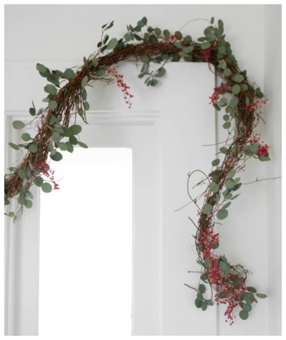 peppercorn-garland-diy-hanging-590x701
