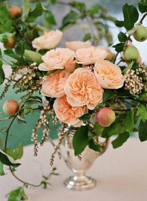 apple flower arangments with roses